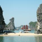 Bãi tắm Ba Trái Đào vịnh Hạ Long