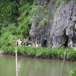 Khám phá vẻ đẹp động Trung Trang trong tour Cát Bà giá rẻ