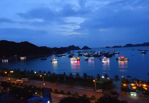 Buổi tối trên đảo Cát Bà