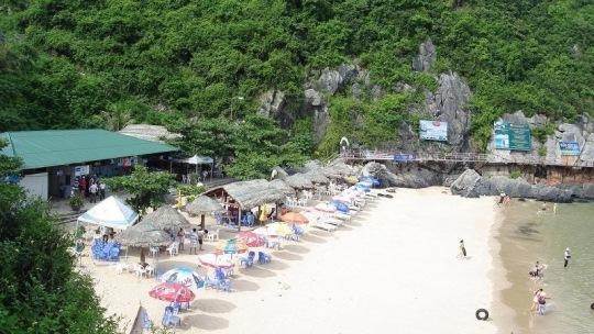 Tắm biển ở Cát Bà tại các bãi tắm Cát Cò 1,2, 3