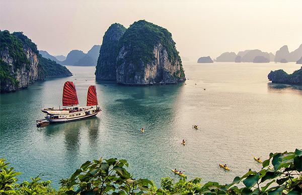 Chiêm ngưỡng vẻ đẹp hoang sơ mê hoặc Vịnh Bái Tử Long